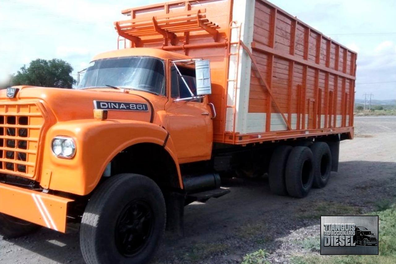 Distribuidor de refacciones para camión
